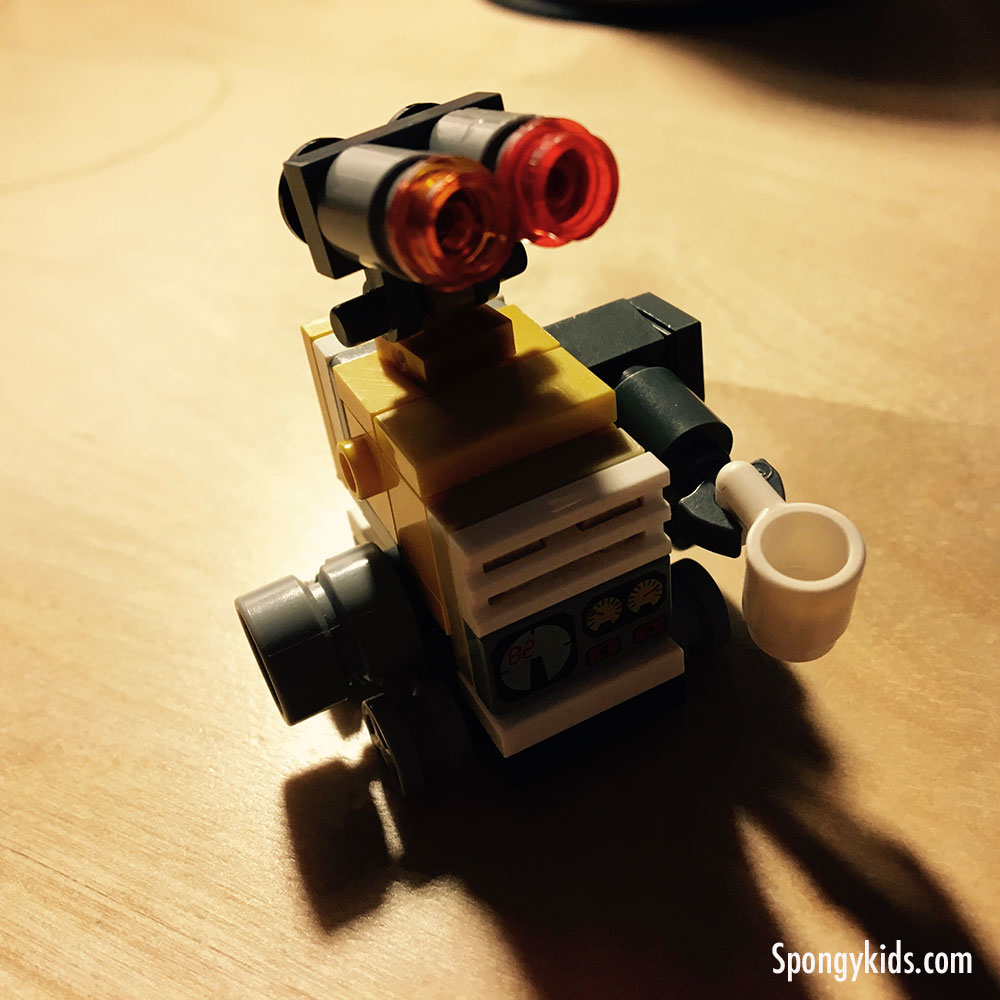 Wall-E and Eve Photo Shoot - WALL-E serious scene